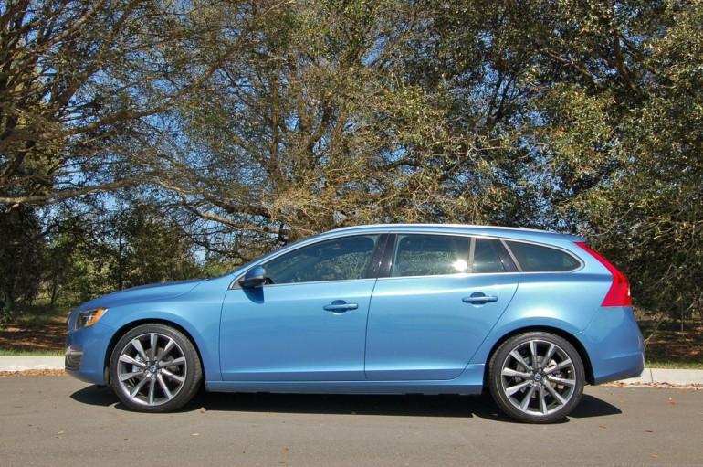 2015-Volvo-V60-Side