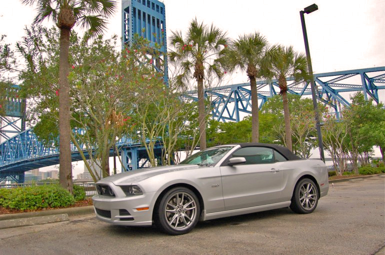 2014-Ford-Mustang-GT-Convertible-770x511