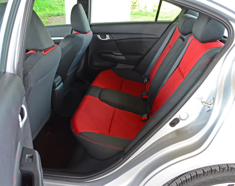2014-honda-civic-si-sedan-rear-seats
