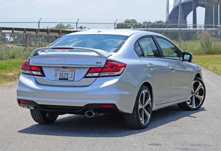 2014-honda-civic-si-sedan-rear-side
