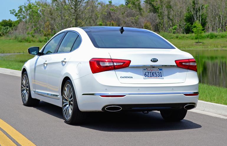 2014-kia-cadenza-rear-side