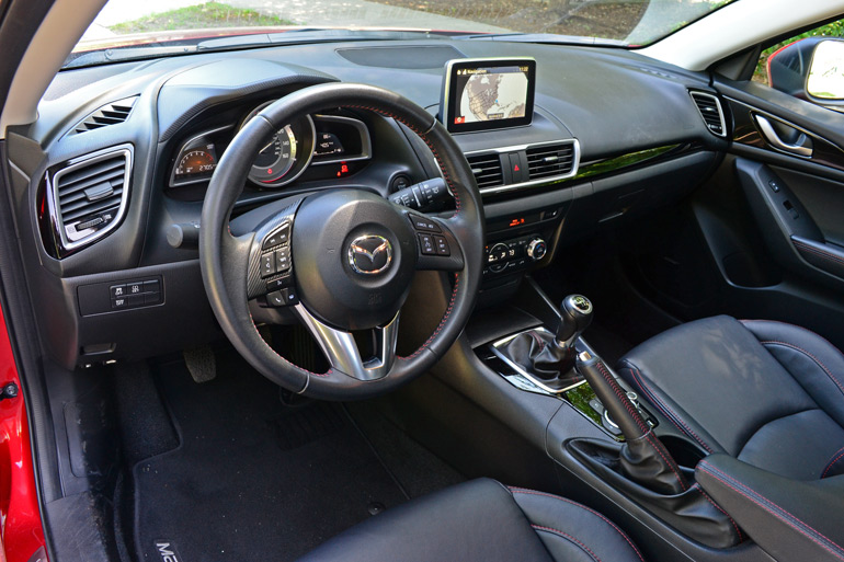2014-mazda3-i-grand-touring-hb-manual-dashboard