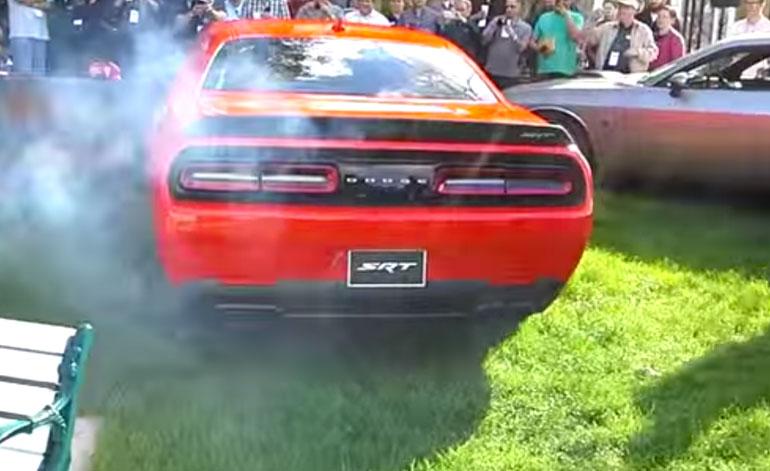 2015 Dodge Challenger SRT Hellcat Revving Sound: Video