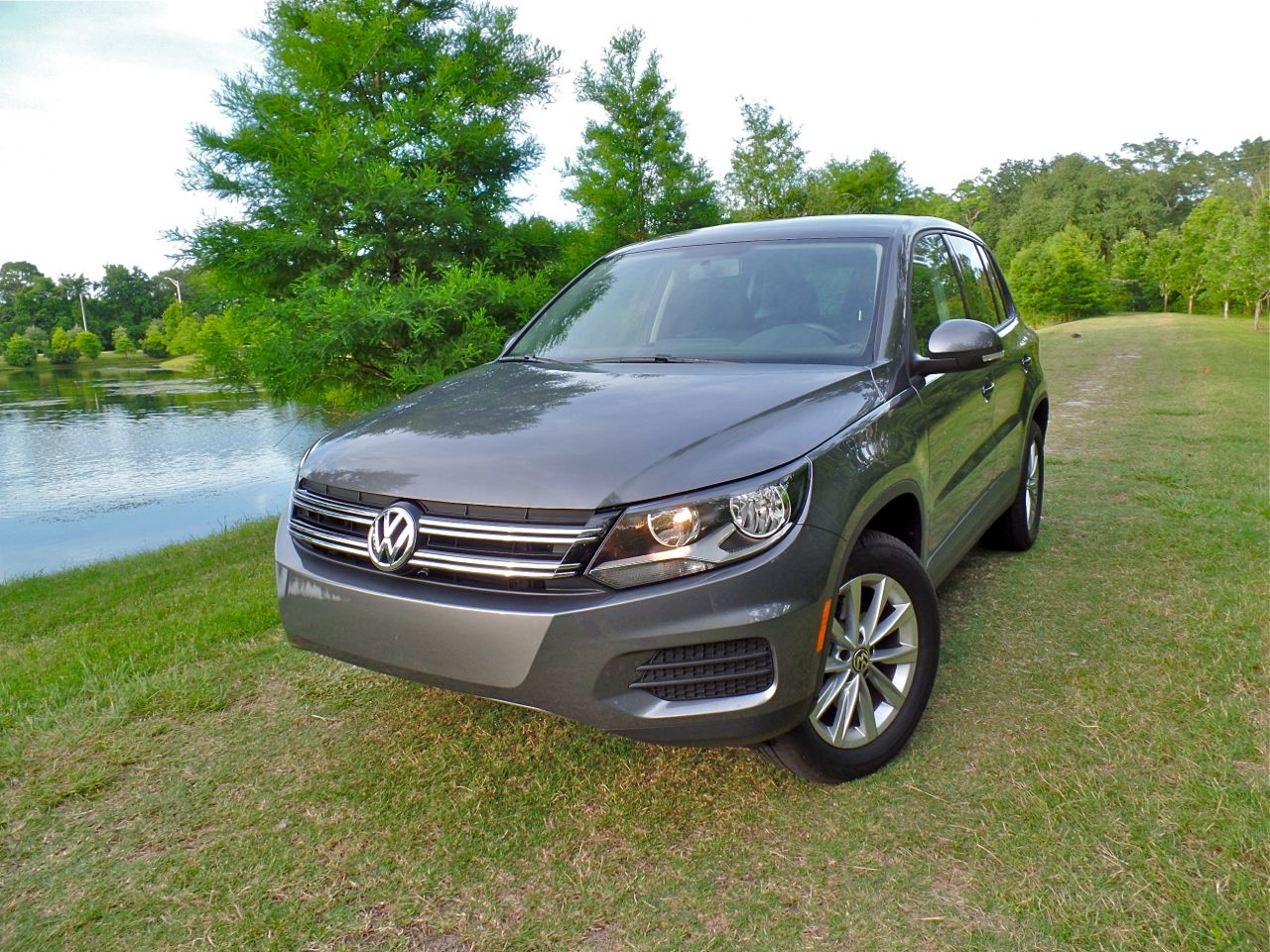 volkswagens save lives 2014 volkswagen tiguan se quick spin. Black Bedroom Furniture Sets. Home Design Ideas