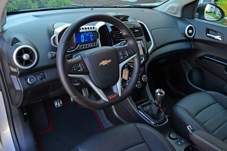 2014-chevrolet-sonic-rs-sedan-dashboard