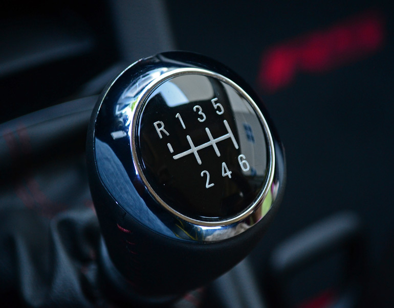 how to drive a 6 speed manual