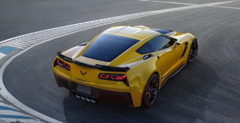 2015-Chevrolet-CorvetteZ06-006-medium