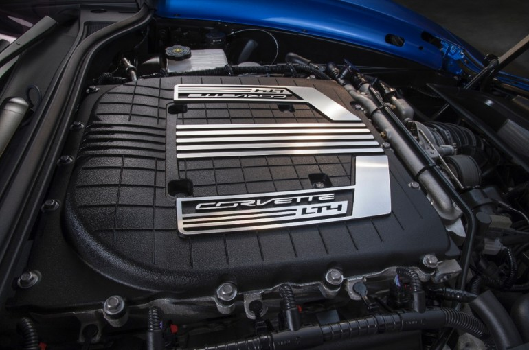2015-Chevrolet-CorvetteZ06-engine