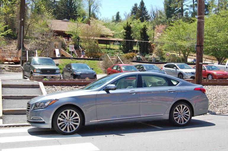 2015 Hyundai Genesis Sedan Side