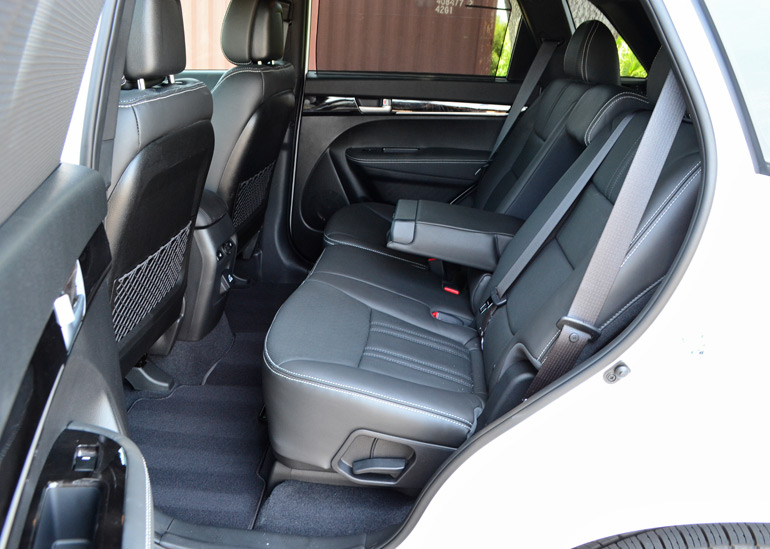 2015-kia-sorento-sxl-awd-2nd-row-seats
