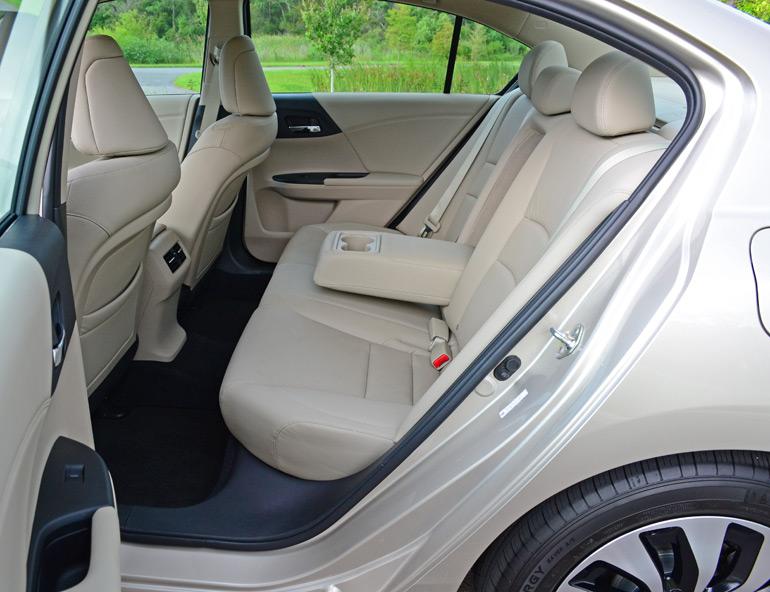 2014-honda-accord-hybrid-touring-rear-seats