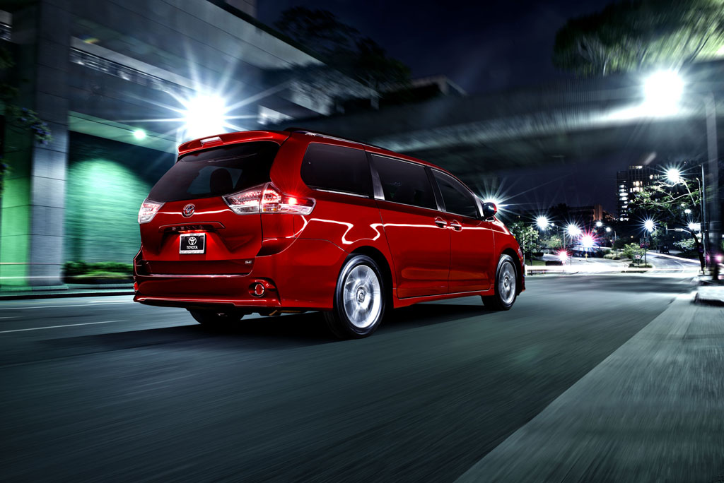toyota reveals new 2015 sienna minivan from out of nowhere space all online. Black Bedroom Furniture Sets. Home Design Ideas