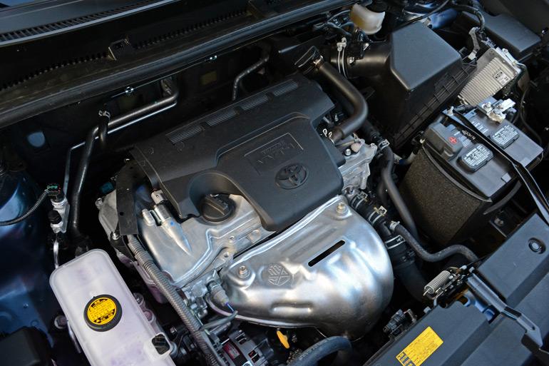 2014-toyota-rav4-xle-engine