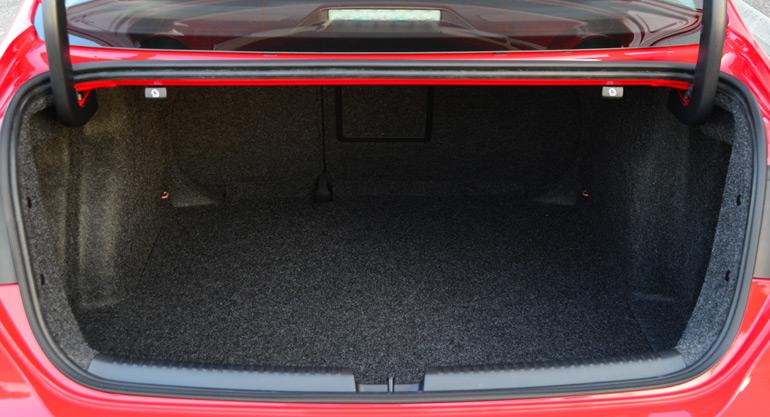 2014-volkswagen-jetta-se-trunk