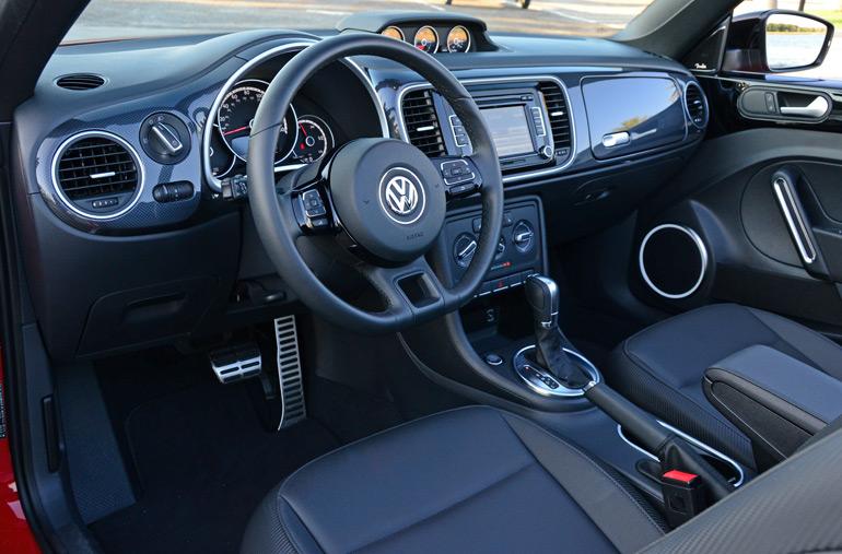 2014-volkswagen-beetle-convertible-r-line-dashboard