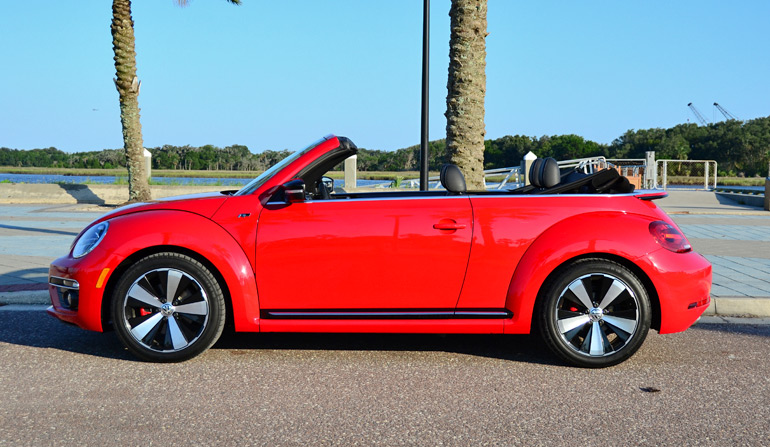 2014-volkswagen-beetle-convertible-r-line-side-top-down