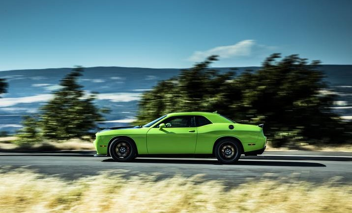 REALLY?!? 707 hp Dodge Challenger SRT Hellcat Gets 22 MPG