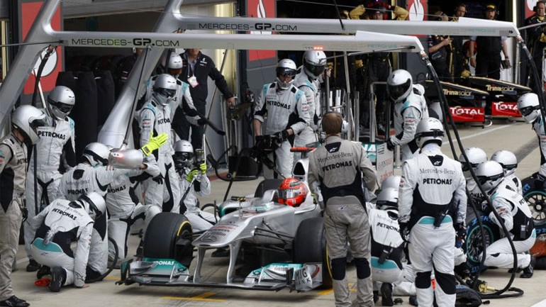 Formula 1 One-Minute Pit Stops in 1950 Versus Today's 3-Second Wonders: Video