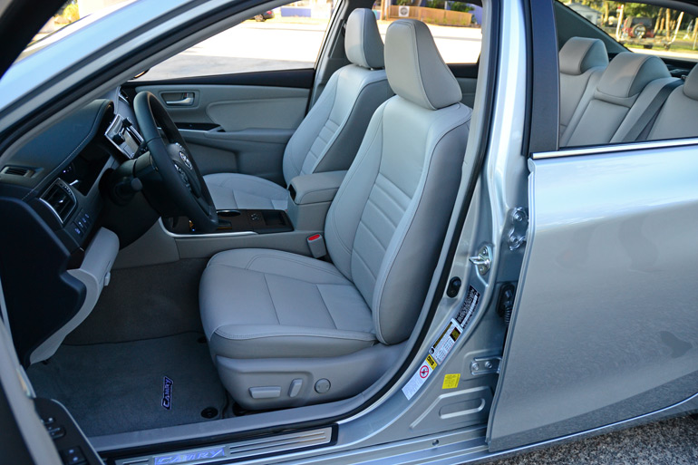 2015-toyota-camry-front-seats