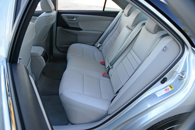 2015-toyota-camry-rear-seats