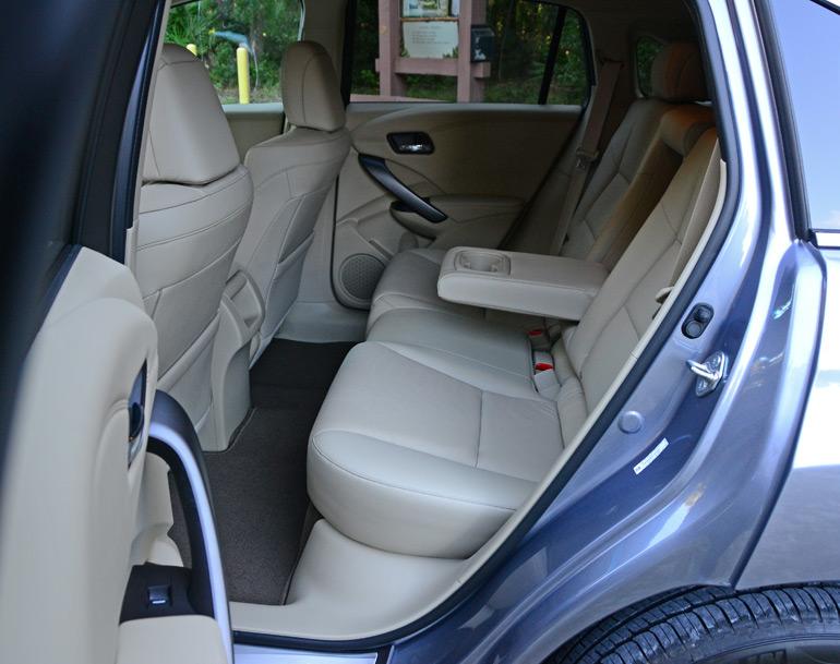2015-acura-rdx-rear-seats