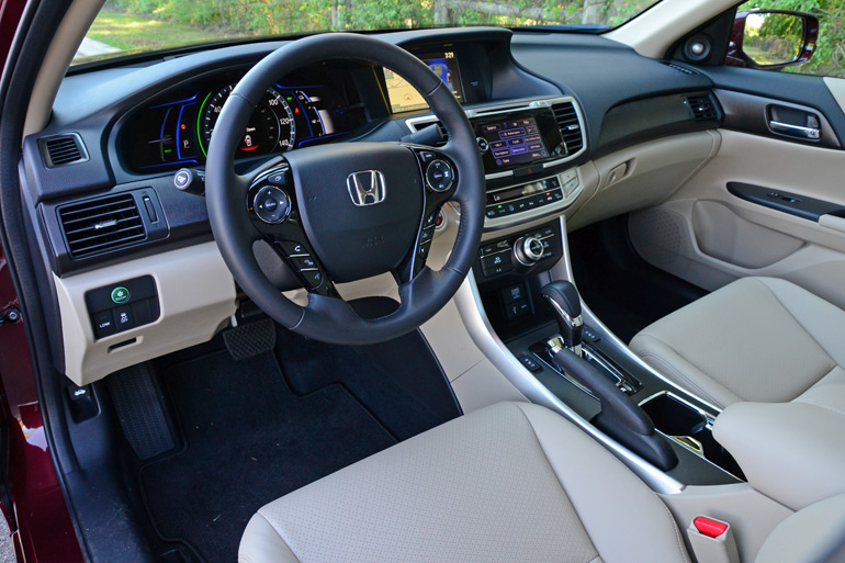 2015-honda-accord-hybrid-touring-dashboard