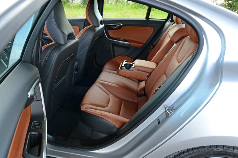 2015-volvo-s60-t6-drive-e-rear-seats