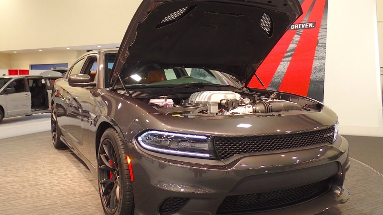 "2015 Dodge Charger SRT Hellcat wins ""Star of the Show"" in Miami: VIDEO"