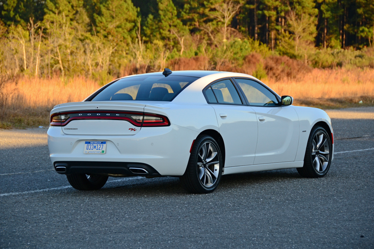 2015-dodge-charger-rt-rear-side