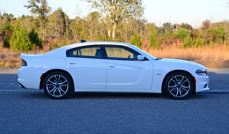 2015-dodge-charger-rt-side