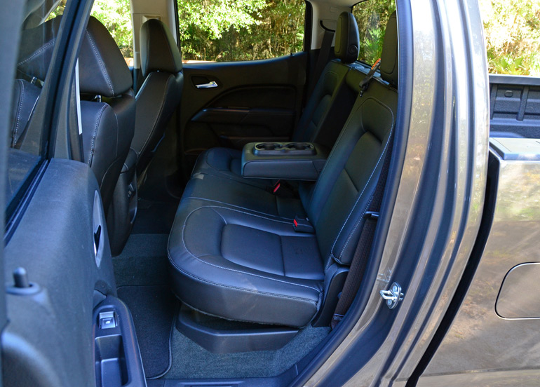 2015-gmc-canyon-rear-seats