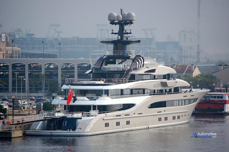Shad Kahn S 312 Foot Motor Yacht Kismet Makes You Smile