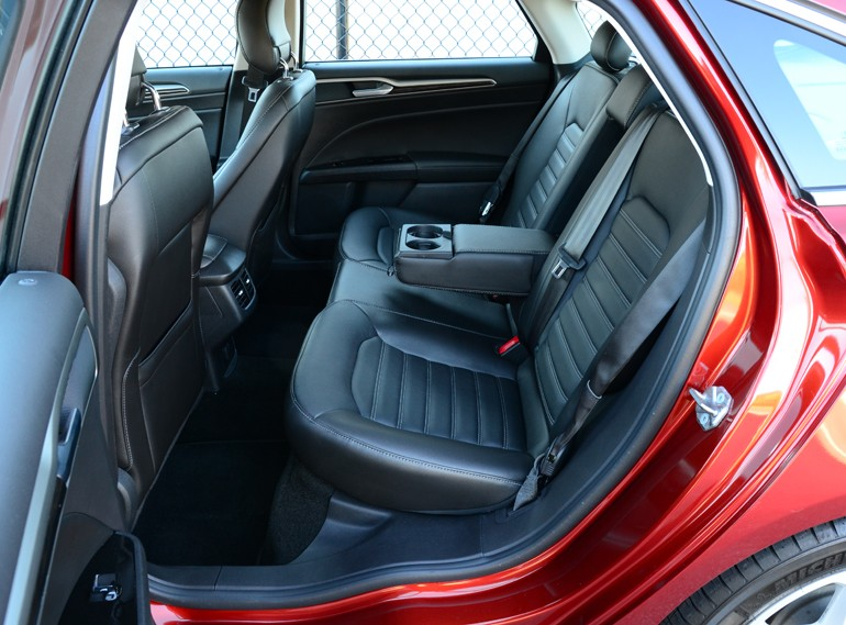 Ford Fusion Trunk Space >> 2015 Ford Fusion SE 1.5 EcoBoost Review & Test Drive