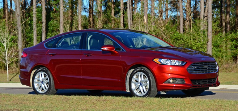 2015-ford-fusion-se-side-1
