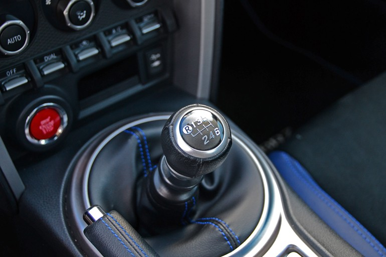2015-subaru-brz-manual-shifter