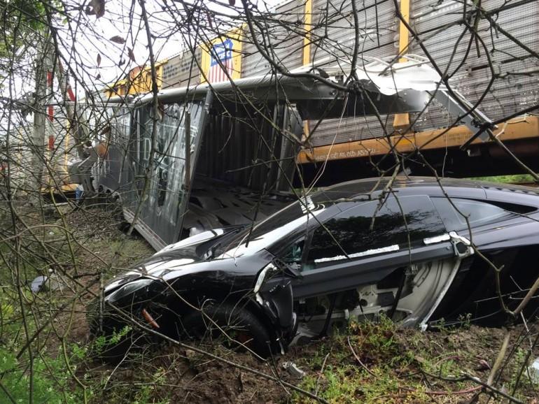 mclaren-12-trailer-train-wreck-1