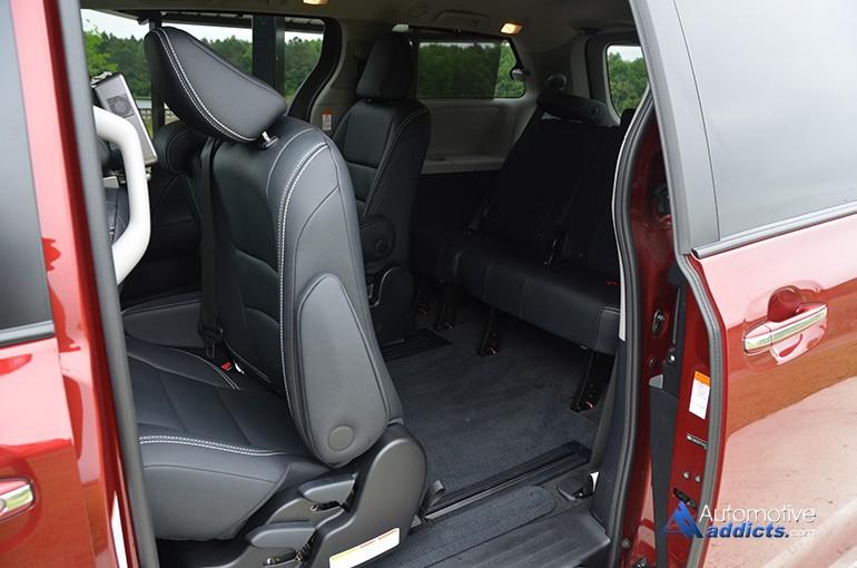 2015-toyota-sienna-se-3rd-row-seats-access