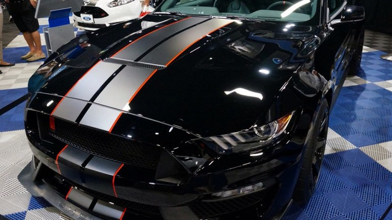 2016 Ford Mustang Shelby GT350 and GT350R Make Appearance at Barrett-Jackson in Palm Beach, FL – Video