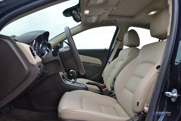 2015-chevrolet-cruze-turbo-diesel-front-seats