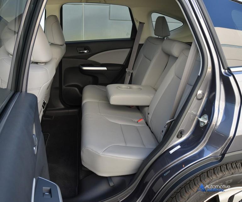 2015-honda-crv-awd-touring-rear-seats