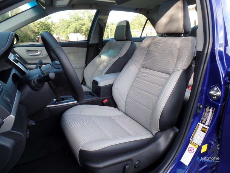 2015-toyota-camry-se-hybrid-front-seats-1