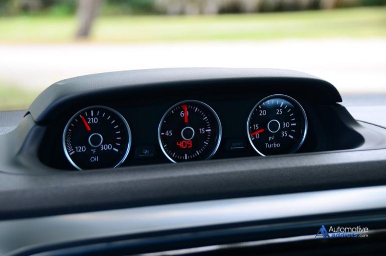 2015-volkswagen-beetle-r-line-convertible-gauge-pod