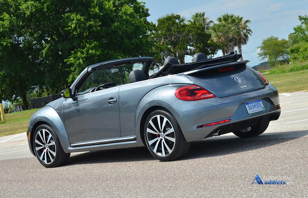 2015 volkswagen beetle r line convertible rear angle. Black Bedroom Furniture Sets. Home Design Ideas