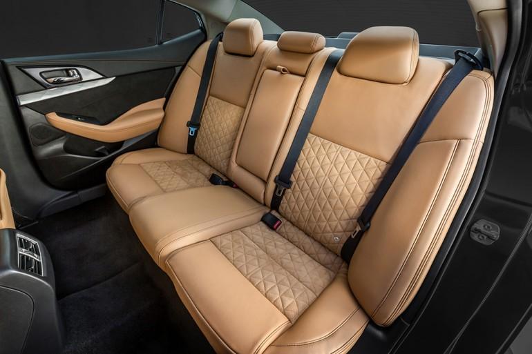 2016-nissan-maxima-rear-seats