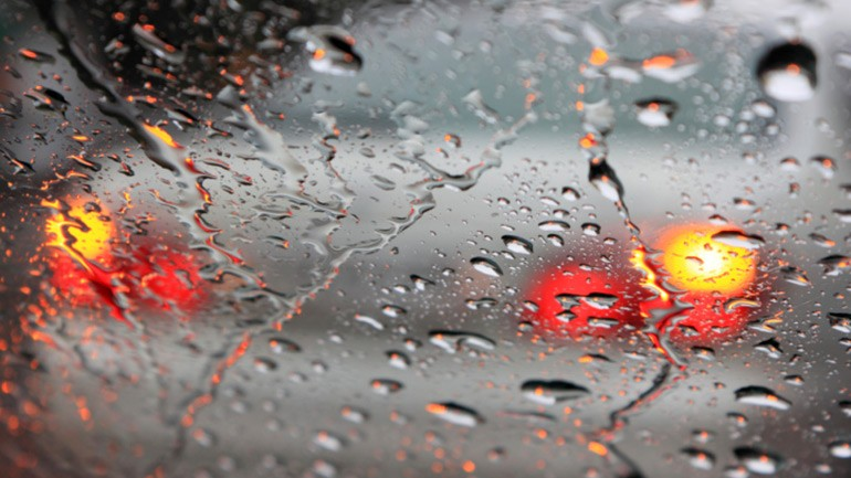 Driving With Your Hazard Lights On is Illegal in Florida When it Rains
