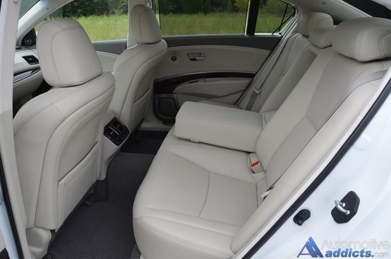 2016-acura-rlx-sport-hybrid-rear-seats