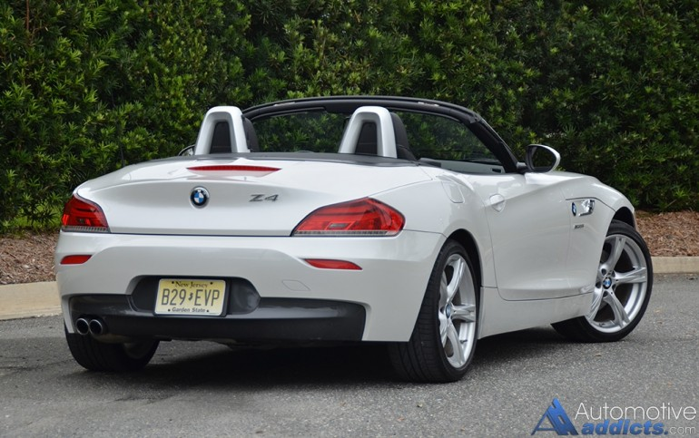 2016-bmw-z4-sdrive28i-rear-1