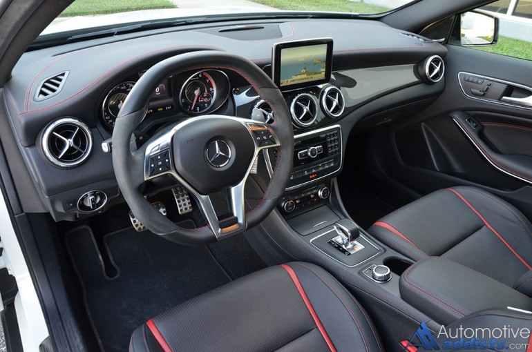 2015-mercedes-benz-gla45-amg-dashboard