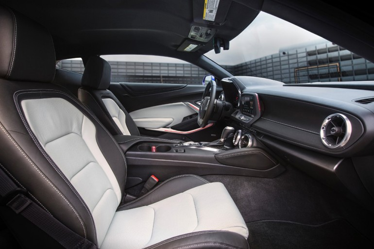 2016-chevrolet-camaro-interior