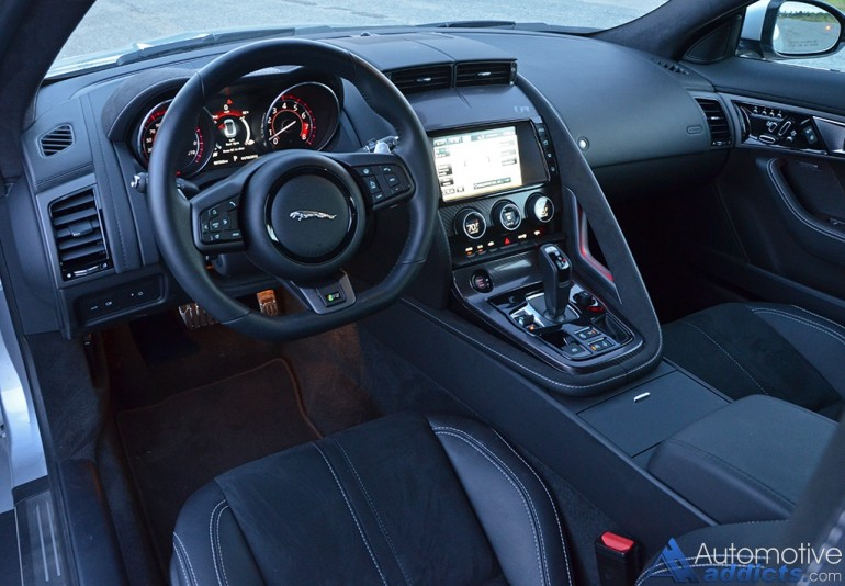2016-jaguar-f-type-r-coupe-dashboard